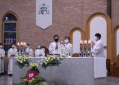 김준호 신부 은퇴 감사 미사에 교구 사제단이 함께 봉헌하고 있다.
