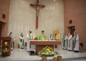 김순태 신부 은퇴 감사 미사에 유장훈 몬시뇰과 원로사제들이 함께 봉헌하고 있다.
