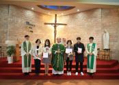 근속 표창을 받은 교리교사들과 교구장 김선태 주교