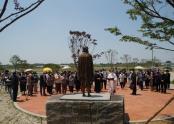 교구장 김선태 주교님이 초남이성지 교리당 앞 십자가의 길을 축복 중이시다.