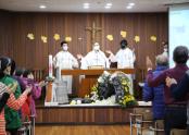 전주사랑의집 생활인들이 참여한 가운데 대축일 미사를 집전하시는 김선태 주교님