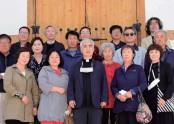 최종수 신부님(무주성당 주임)과 안성공소 신자들과 함께 단체사진